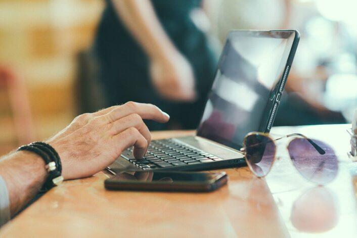 Dowiedz się, czym są i jak napisać treści dla firm!